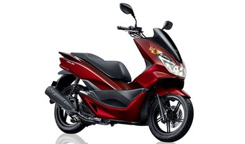 Honda PCX150 Slant Rear View Full Image