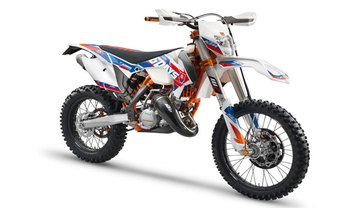 KTM 125 EXC Six Days Slant Rear View Full Image